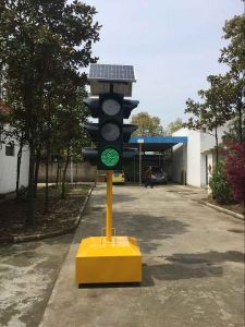 12 Inches Solar Powered Red Flashing Traffic Warning Light pictures & photos