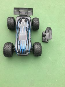 2.4GHz Electric Brushless RC Car with 2 Channel pictures & photos