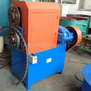 Strip Cutter/Tire Recycling Machine pictures & photos