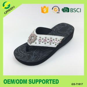 PU Upper with Rhinestone Flip Flop Leisure Shoes for Lady pictures & photos