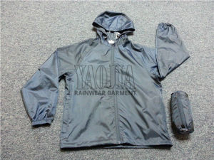Men′s Fashion and Functional Windbreaker Jacket pictures & photos