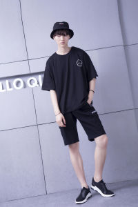 Contemporary Loose Cotton Round Collar Graphic Black Tee pictures & photos