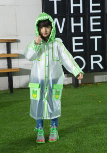 Transparent PVC Green Frog Raincoat for Kids/Children
