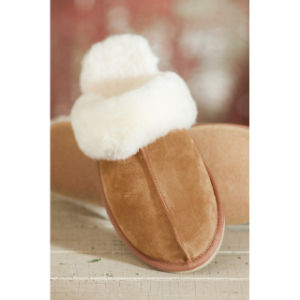 Warm Winter Sheepskin Fur Collar Women Indoor Slipper pictures & photos