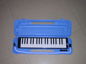 Quality 32 Key Melodica for Children Play pictures & photos