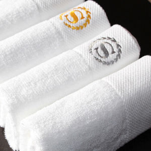 Manufacturer Customized Embroidery White Cotton Hotel Bath Towels pictures & photos