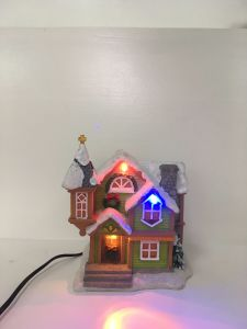 Promotional Resin LED Christmas Village Houses for Decro pictures & photos