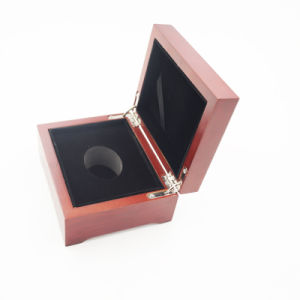 Factory Price Golden Printing Wooden Packing Box (J99-S) pictures & photos