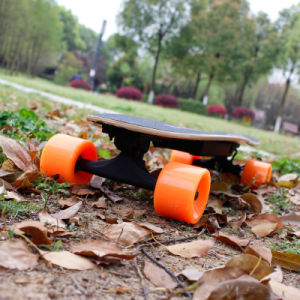 Best Extrem Grinding Electronic Skateboard with 400W Hub Motor pictures & photos