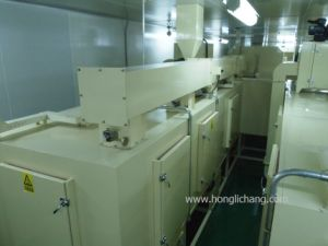 Dustfree Static-Gun Automatic UV Spray Coating Plant pictures & photos