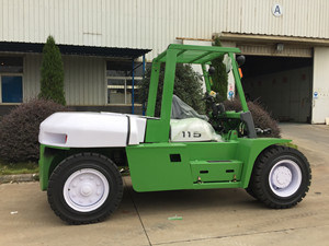 2000kg New 3-6m Lifting Height for Sale Diesel Forklift pictures & photos