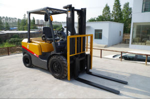Japanese Orignal Engine 2ton Forklift with Tcm Techbology pictures & photos