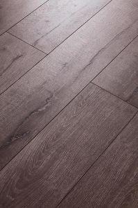 Oak Laminated Flooring HDF Embossed-in-Register (EIR) pictures & photos