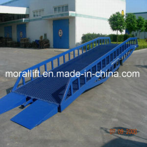 Packing Workshop Forklift Container Loading Dock Ramp pictures & photos