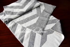 Cashmere Knitted Scarf with Jacquard Big Herringbone Pattern pictures & photos