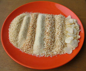 Air Dried Dehydrated Garlic Flakes/Granules/Powder pictures & photos