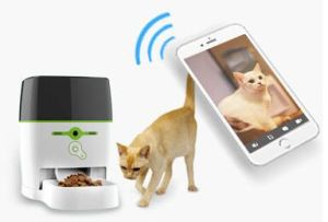 Remote Pet Feeder Advanced (With camera) for Dog and Cat, Automatic Remote Control Feeding pictures & photos
