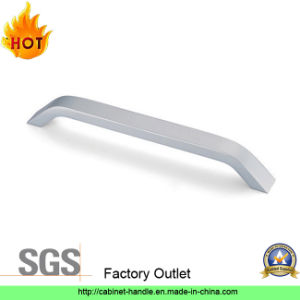 Factory Direct Sale Aluminum Furniture Hardware Closet Pull Handle (A 003) pictures & photos