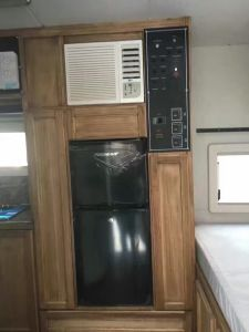 Purswave 08L DC12V24V Solar Refrigerator Vehicle Fridge Double Door Freezing & Cooling pictures & photos