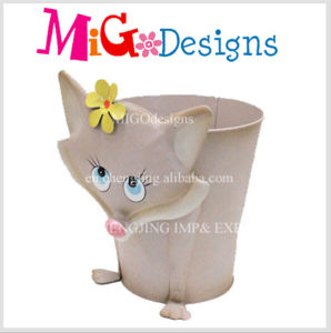 2016 Garden Decoration Planter Pot with Metal Bee Shape pictures & photos