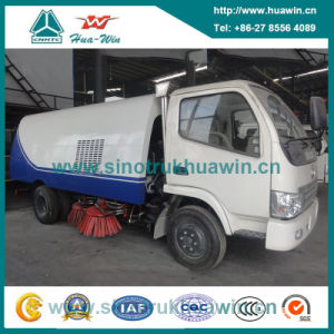 Dongfeng 4X2 4cbm Mini Vacuum Sweeper Truck pictures & photos