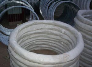 450mm Coil Diameter Concertina Razor Barbed Wire From Yaqi Factory pictures & photos