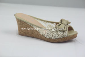 Comfortable Lady Wedge Shoes Slippers with Bowknot pictures & photos