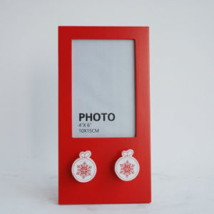 New En71 Wooden Photo Frame for Christmas with Snowflake Hook pictures & photos
