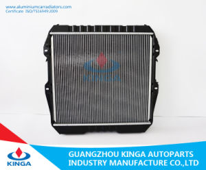 Aluminum Radiator of Hilux′88-93 Mt  for Toyota with Plastic Tanks in High Performance pictures & photos