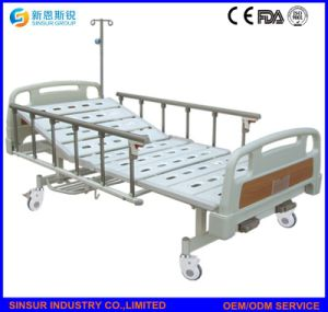 China Factory ISO/Ce Manual 2shake Adjustable Hospital Beds pictures & photos