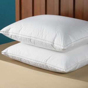 Good Quality Cotton Shell with Polyester Filling Hotel Pillow pictures & photos