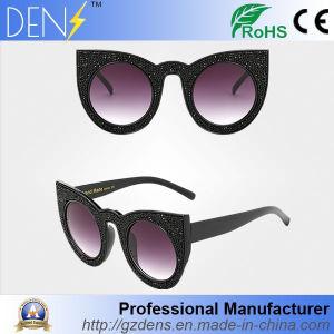 Womens Rhinestone Bling Bling Cat Eye Horn Rim Sunglasses pictures & photos