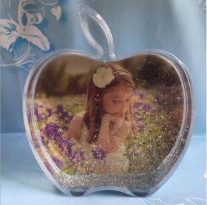 Good Quality Apple Shaped Plastic Photo Snow Globe as Promotional pictures & photos