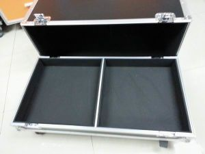 Line Array Speaker Flight Case with Heavy Duty Wheels pictures & photos