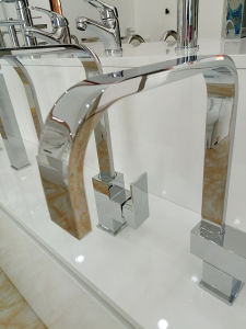 Solid Brass Watermark Approval Curve Pipe Square Kitchen Tap pictures & photos