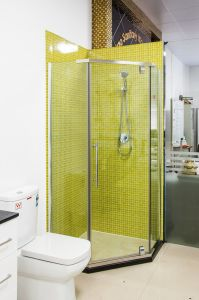 Simple Style Glass Shower Box with Tray (P12) pictures & photos