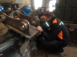 4t - 30t Tilt Bucket for Excavator with Oil Cylinder pictures & photos