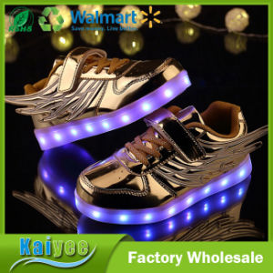 New Children′s Wing Flash Boys Girls Sports Shoes Luminous Shoes pictures & photos