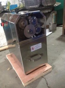 Food Sanitary Stainless Steel 4 Roller Sugar Cane Press pictures & photos