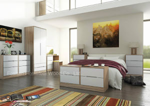 Elegant Design High Gloss Lacquered Bedroom Furniture (HF-MN012) pictures & photos
