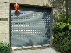 Small Hole Aluminium Roller Shutter Door Rolling Shutter Curtain pictures & photos
