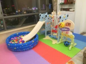 2017 Bear Style Indoor Play Toys with Slide and Football for Prince (HBS17012A) pictures & photos