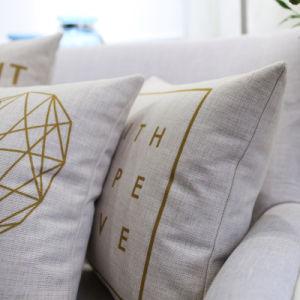 Reasonable Cotton Linen Decorative Lumbar Pillow for Outdoors pictures & photos