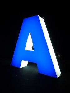 2017 Popular LED Front Lit Channel Letter Signs, Decorative Metal LED Alphabet Letters with Waterproof LED Strip pictures & photos