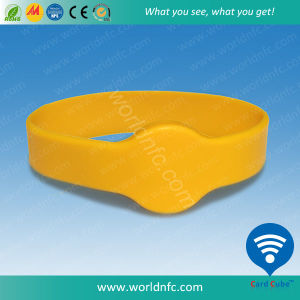 Eco Friendly Debossed Silicone Bracelet Wristband Festival pictures & photos