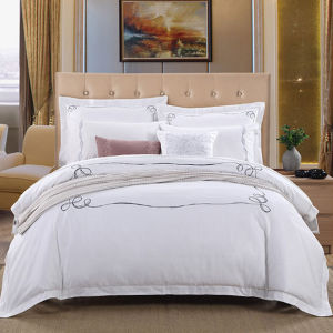 4 Pieces White Full Cotton Hotel Use Plain White Print Bedding Sets pictures & photos