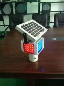 Road Side Warning Lights Traffic LED Solar Flashing Light pictures & photos