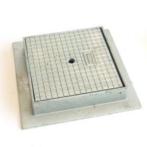 B125 C250 D400 Ductile Iron Manhole Cover and Frame pictures & photos