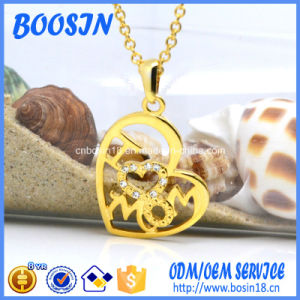 High Quality Custom Engraved Letter Pendant Necklace for Mom pictures & photos