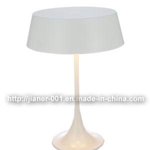 Fashion Indoor Decorative Metal Desk Lamp Light for Bedside pictures & photos